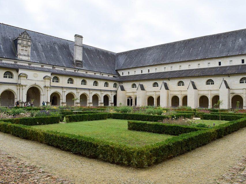 Cloitre Abbaye royale de fontevraud jardin