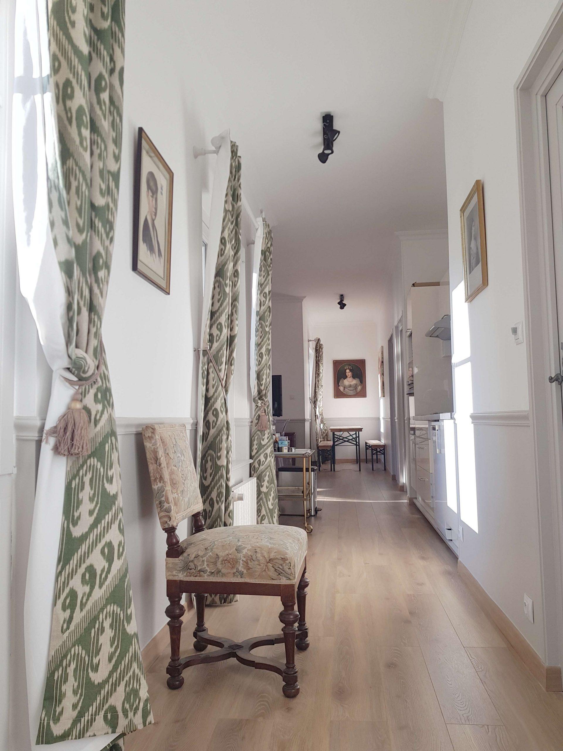 Couloir d'entrée de l'appartement au château de Salvert