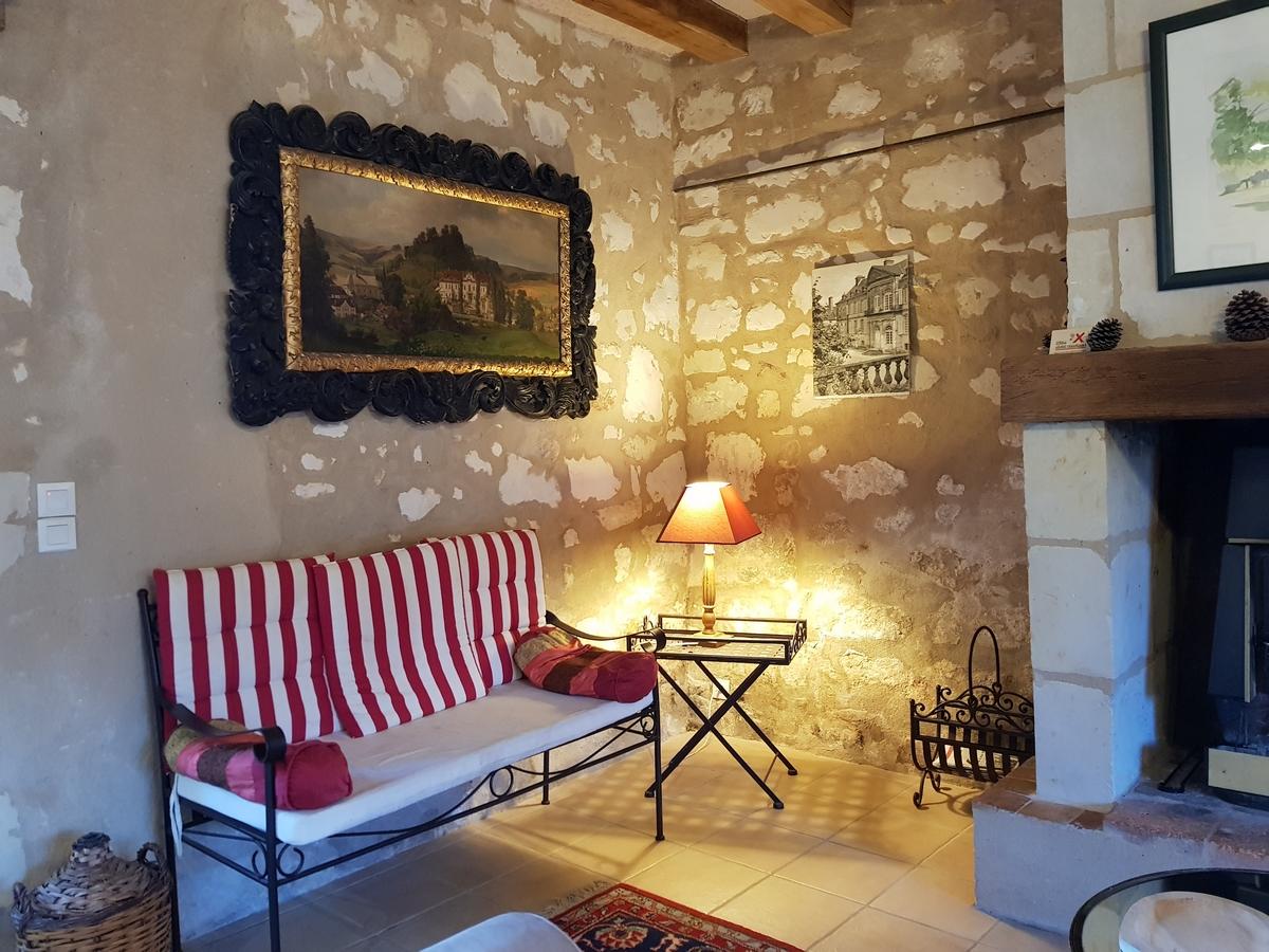 Salon gîte cottage chateau de Salvert avec cheminée