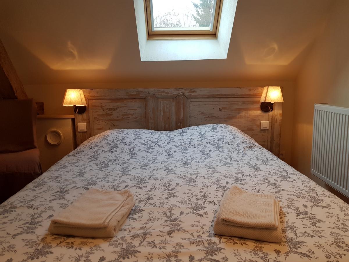 Chambre lit double gite cottage la boulangerie val de loire
