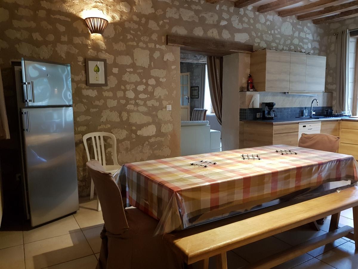 Salle a manger gite cottage la boulangerie au chateau de salvert