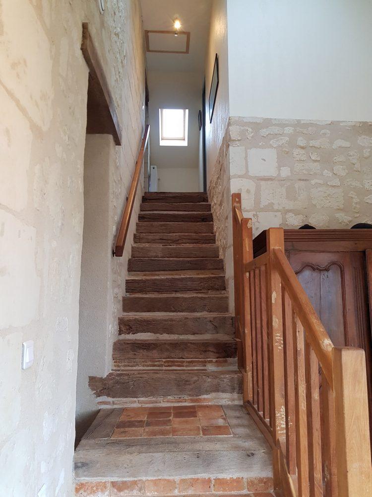 Escalier accès 1er étage gîte la boulangerie
