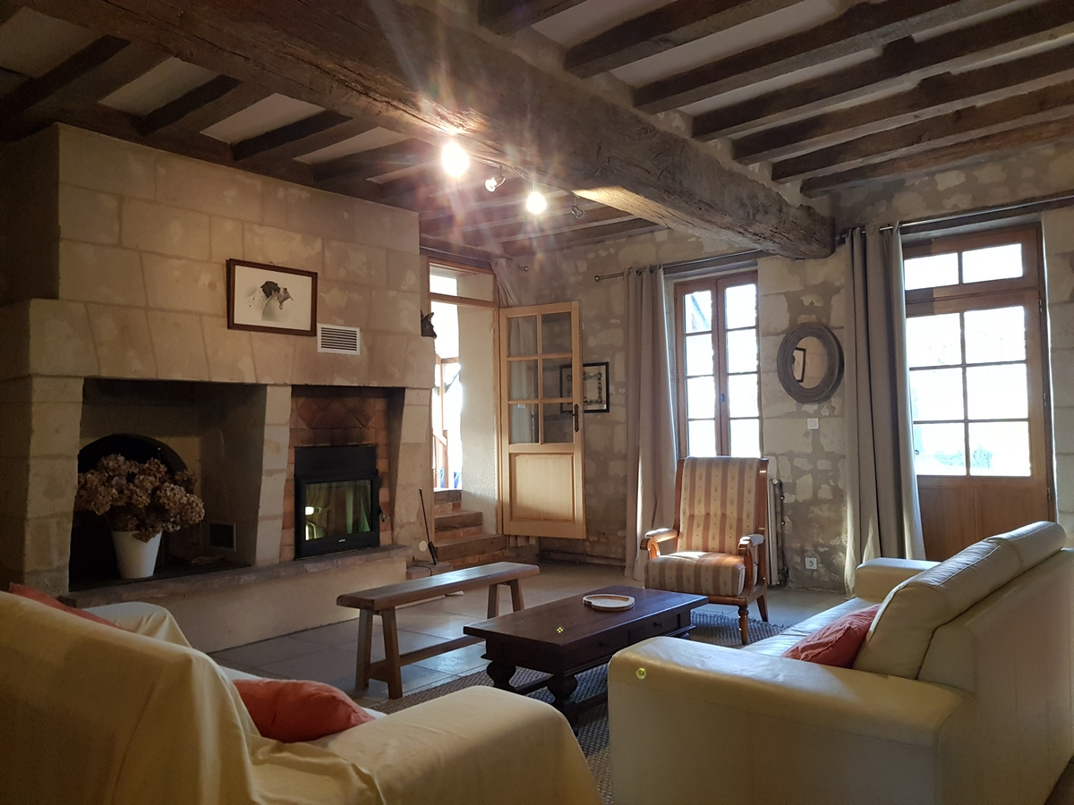 Salon avec cheminée cottage gite la boulangerie