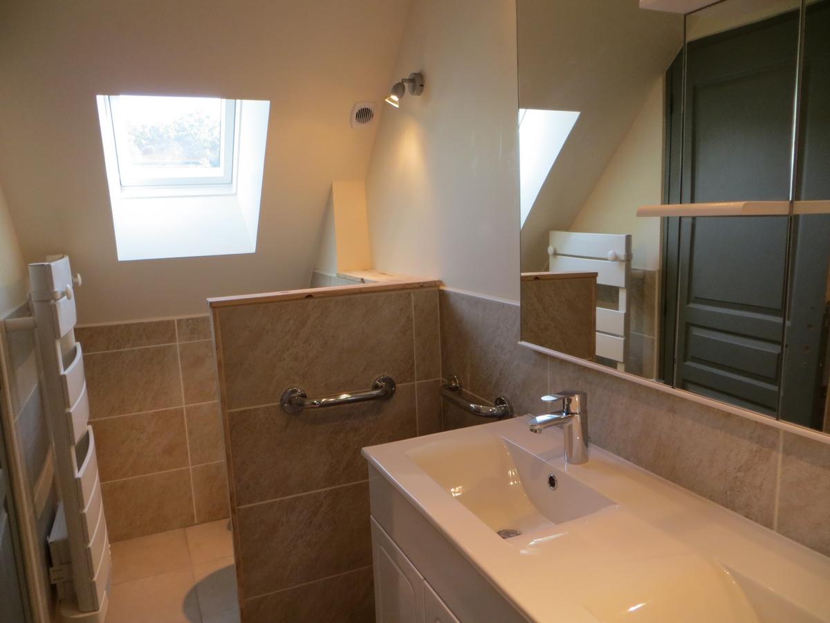 Salle de douche WC vasque gite cottage la boulangerie