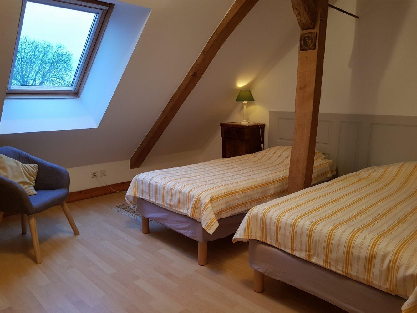 chambre lit simple cottage gite la brosse