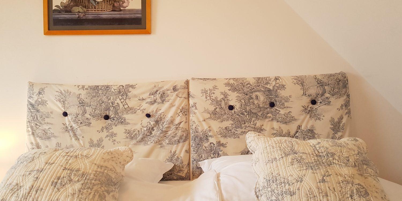 Chambre lit double cottage gite la brosse