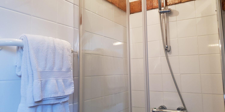 salle de bain cottage gite la brosse