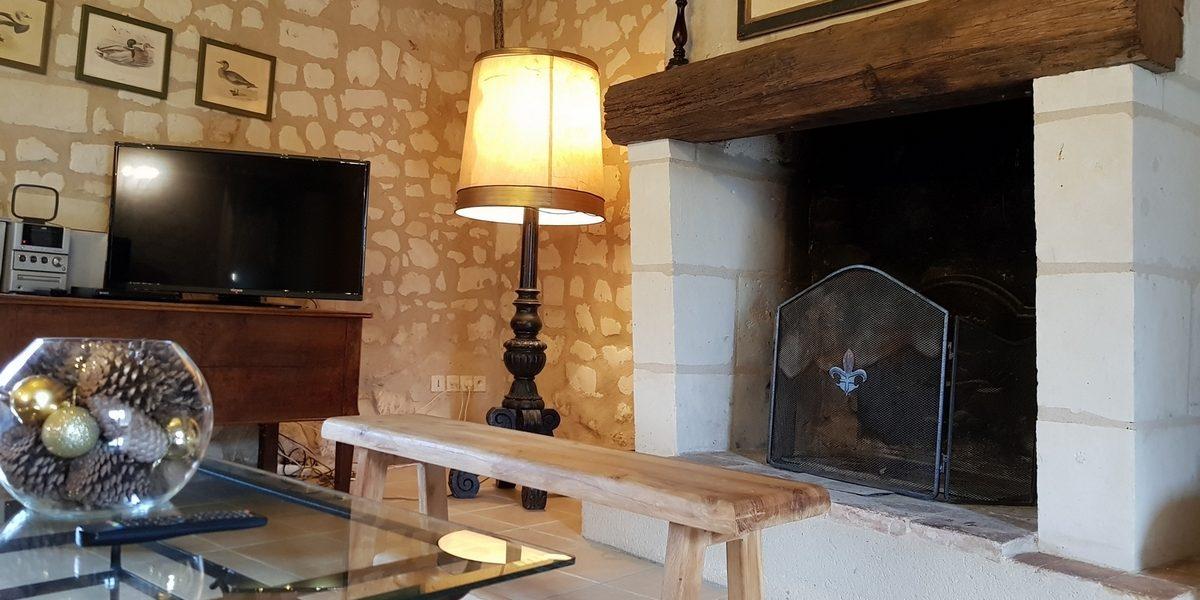 cheminée salon cottage gite la brosse