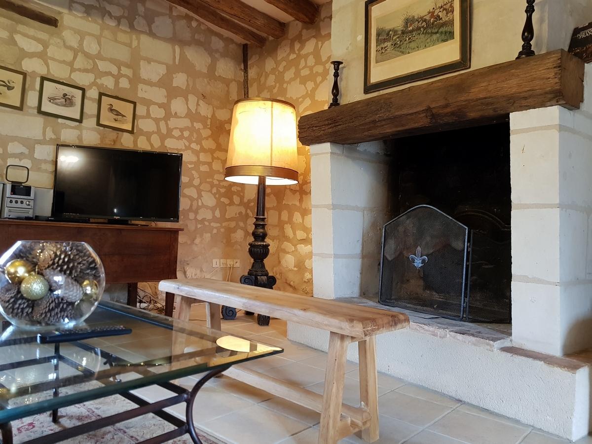 cheminée salon cottages gite la brosse