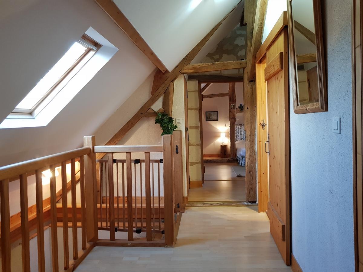 Couloir escalier accès chambre cottage gite le pressoir
