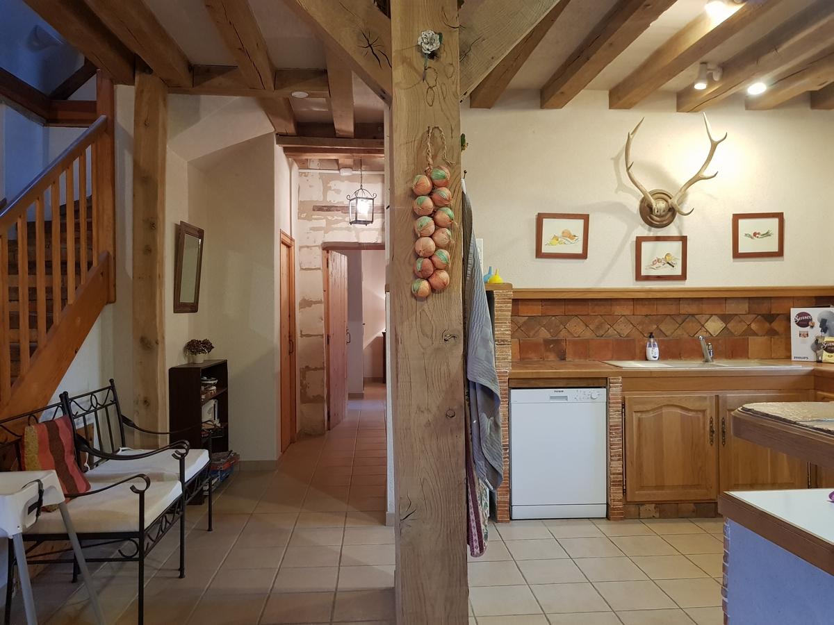 Cuisine escalier cottage gite le pressoir