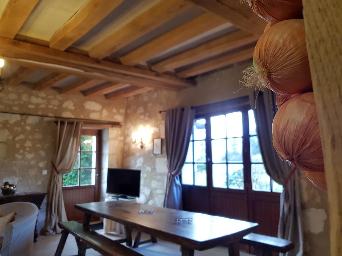 Salle à manger gite cottage le pressoir table pour 10 personnes