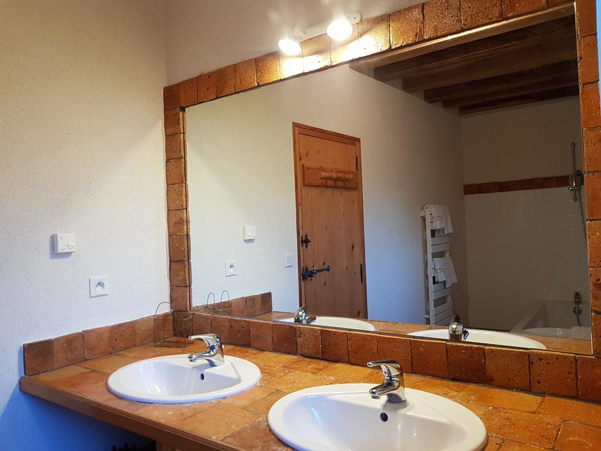 Salle de bain gite cootage le pressoir double vasque porte serviette