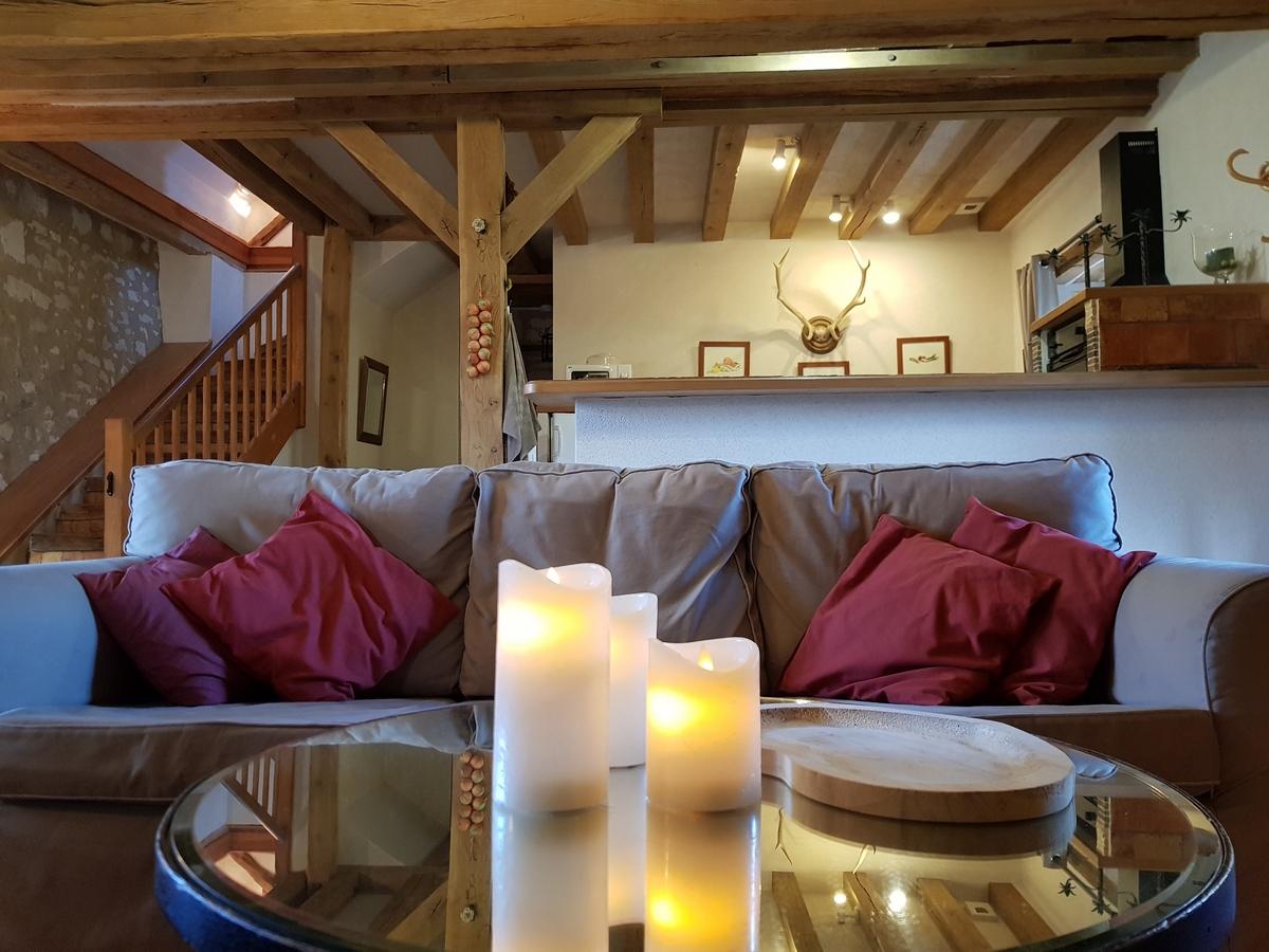 Salon gite cottages le pressoir canapé cuisine americaine