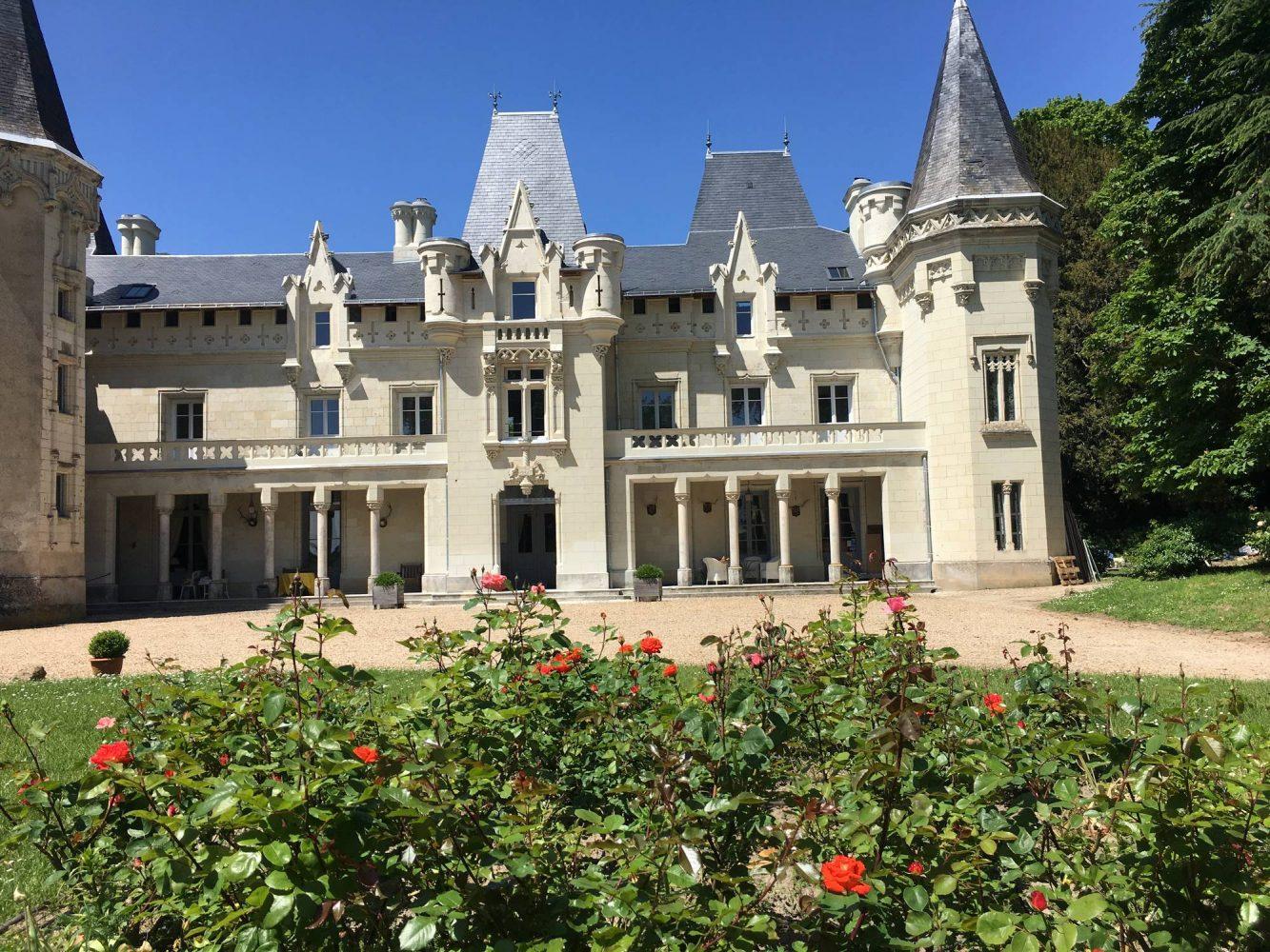 Façade de la chambre d'hôtes au château de Salvert Saumur
