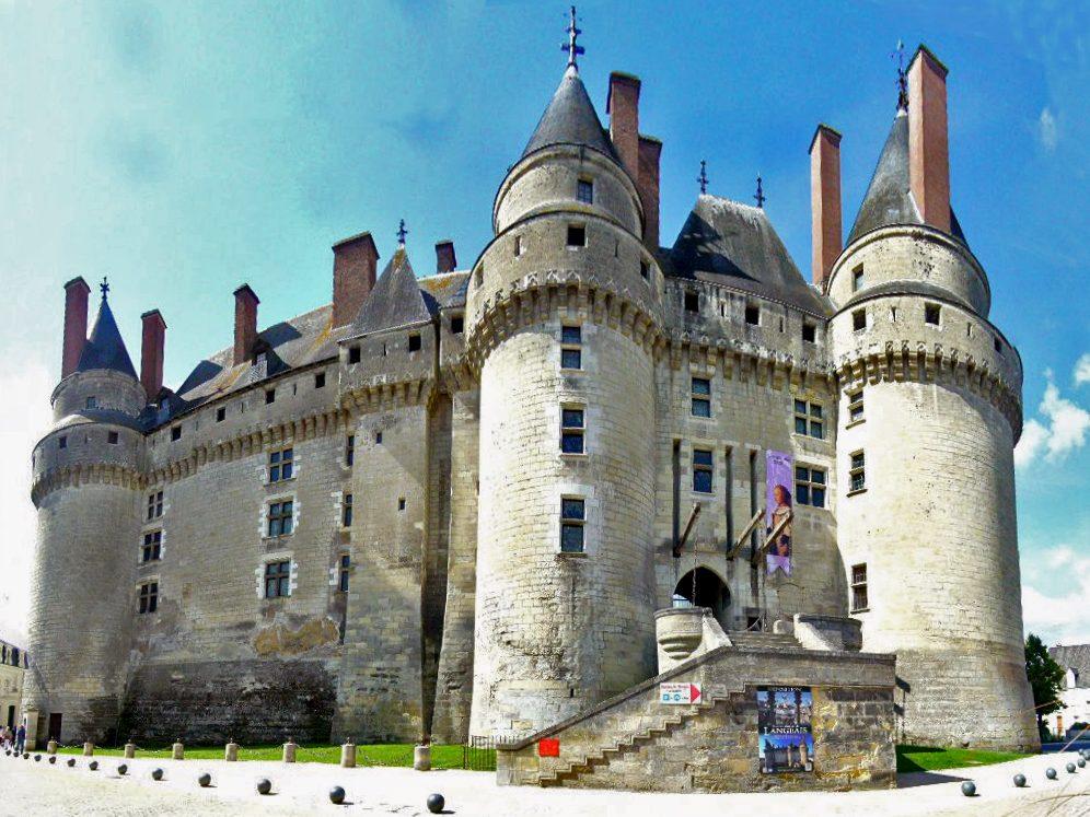 Châteaux sites touristiques de Langeais entrée par pont-levis