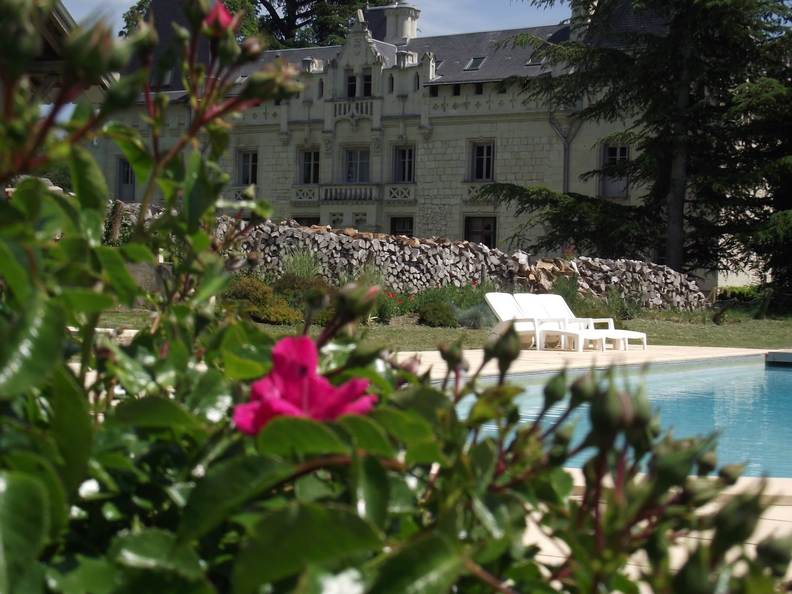 La pool house fleurie